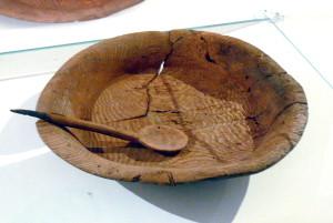 drevena miska s lyzcou