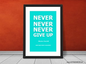 motivacny citat never give up s logom EXTR
