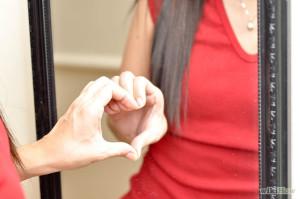 dobra-napad-srdcev-zrkadle